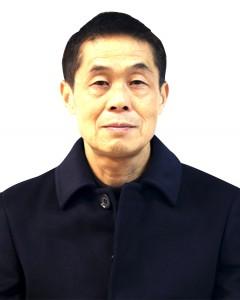 刘强 ,中学英语高级教师,毕业于西南师范大学外语系(获文学学士学位),退休前任教于昭通一中。